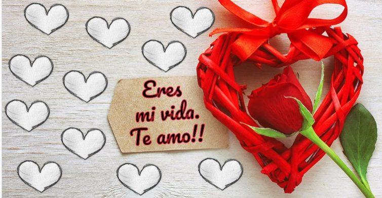 Te quiero mucho en una tarjeta romántica.